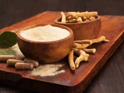 Adaptogen ashwagandha root and powder